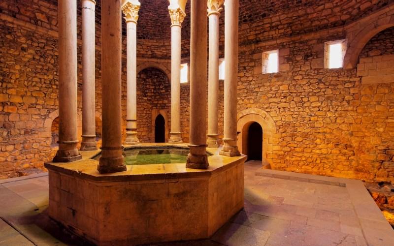 Le bain arabe de style roman à Gérone