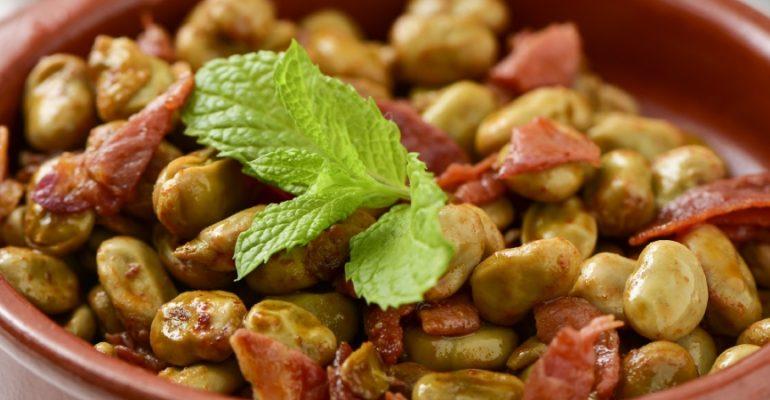 Recette de fèves au jambon serrano : un plat traditionnel avec l'essence de Grenade