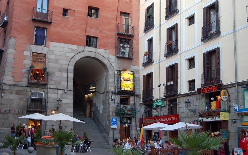 Arc de Cuchilleros dès l'extérieur