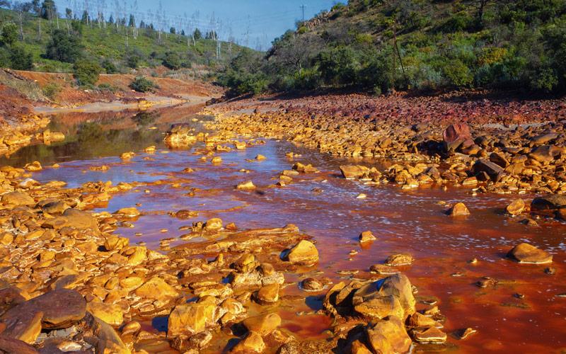 Eaux rougeâtres de la rivière Tinto
