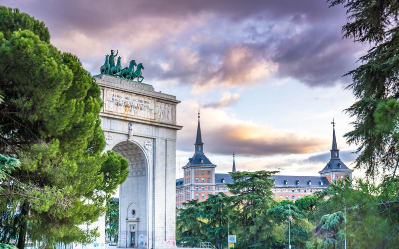Arc de Triomphe à la Moncloa avec la déesse Minerve