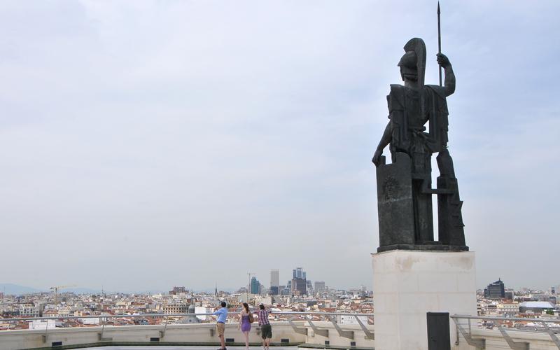 Minerve, surveillant Madrid depuis la terrasse du Cercle