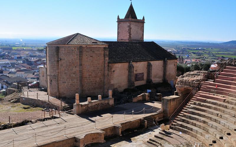 Église de Santiago au pied du Théâtre romain