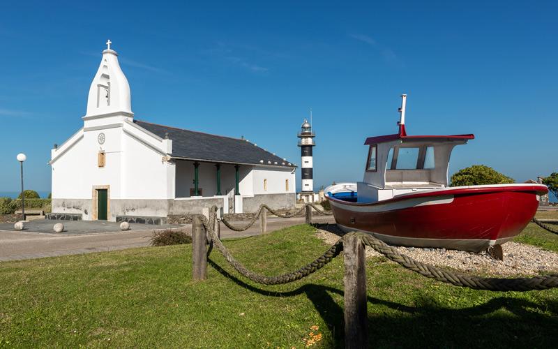 Chapelle San Agustín, phare et bateau