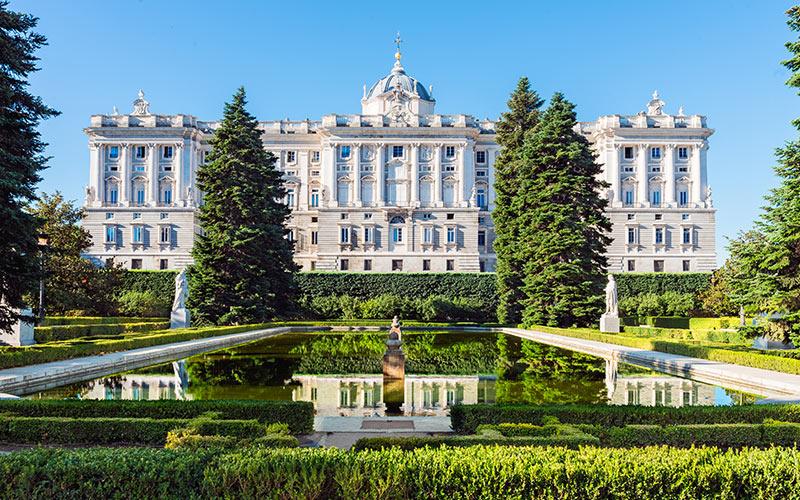 Palais royal depuis les jardins de Sabatini