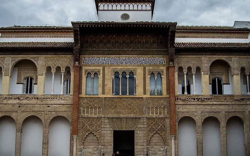 Façade du palais Mudéjar depuis le Patio de Montería
