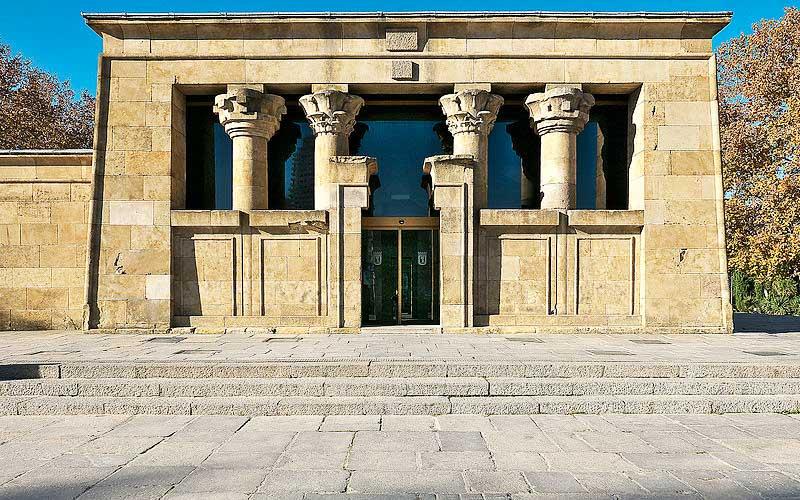 Façade principale du temple