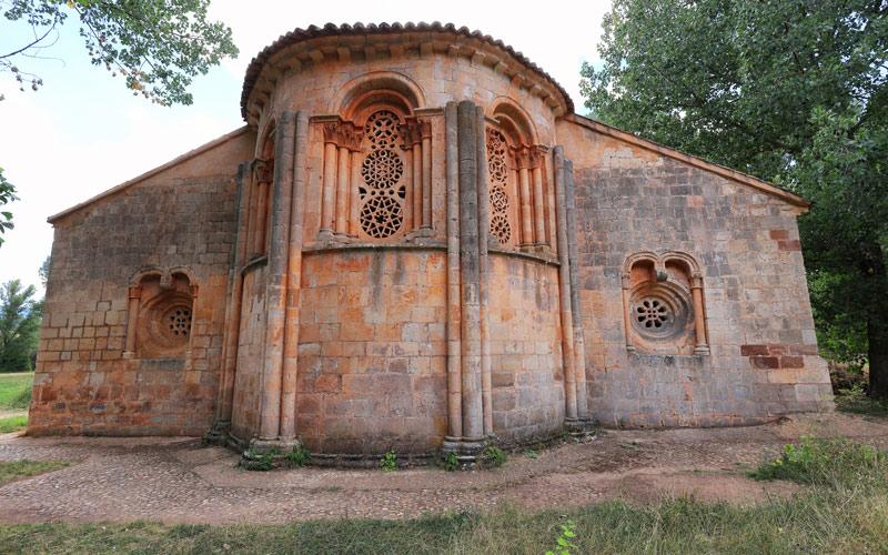 Abside et absidioles de style roman-mudéjar de l'église de Santa Coloma d'Albendiego