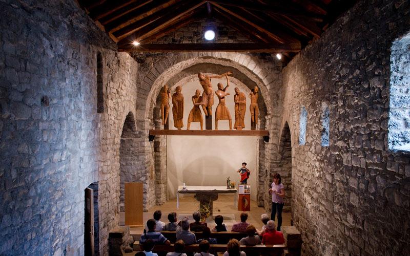 Image de la reproduction de la Descente de croix à l'intérieur de l'église