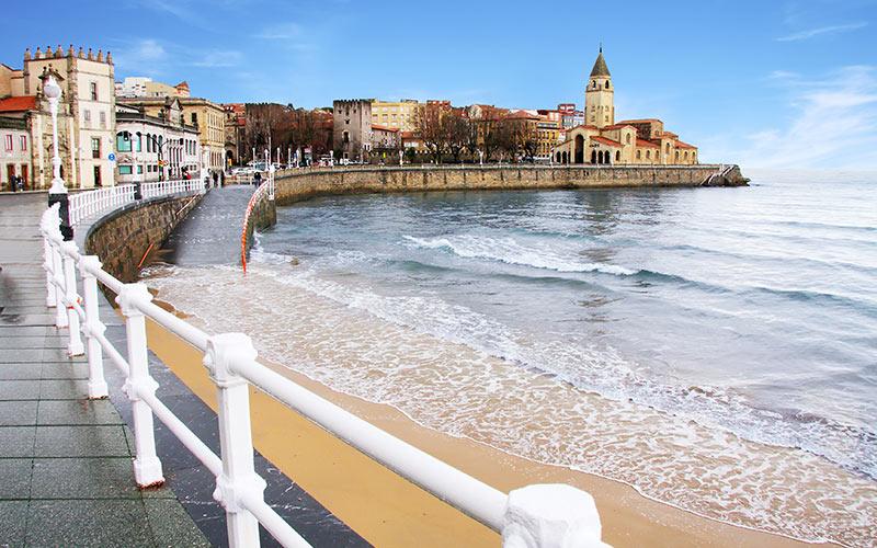Promenades en bord de mer d'Espagne. Gijón