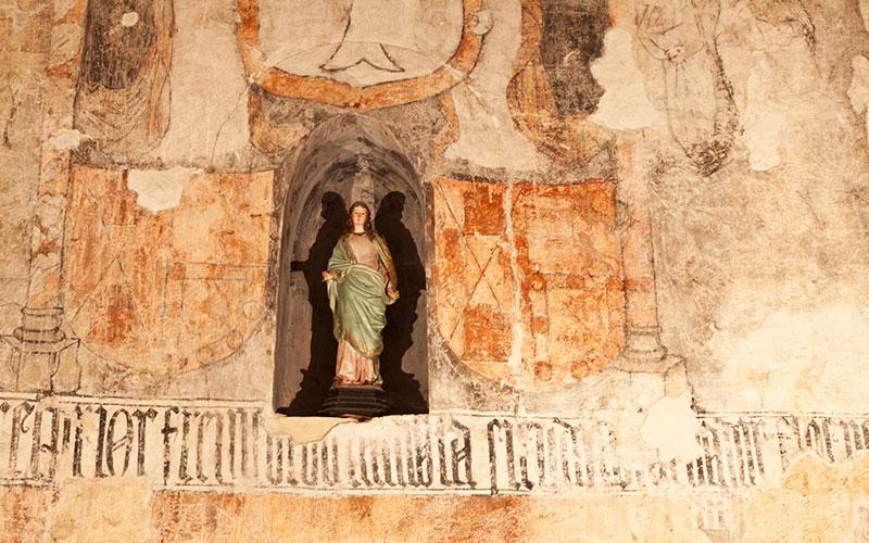 Image sur le mur de l'église Santa Maria