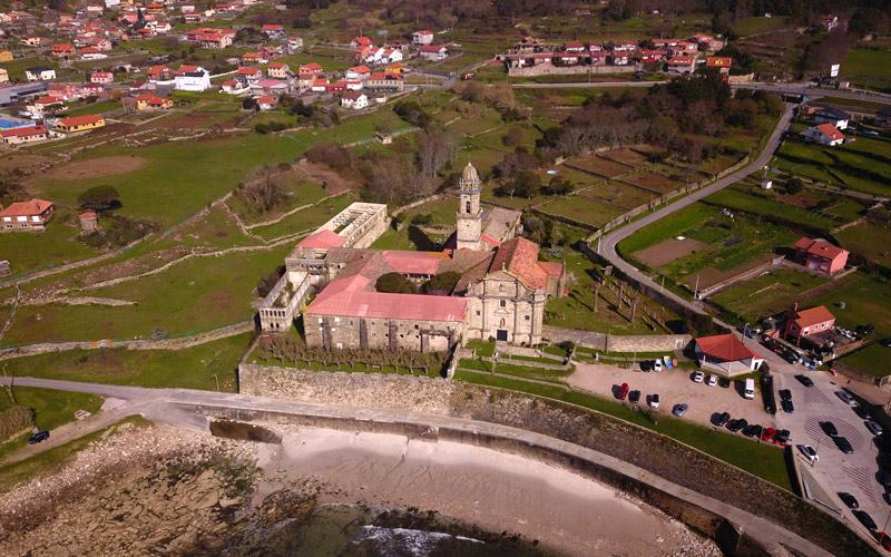 Le monastère supportait de constantes attaques maritimes