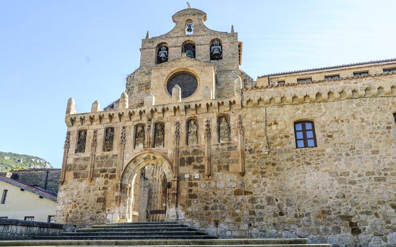 Escalier de l'église du monastère d'Oña