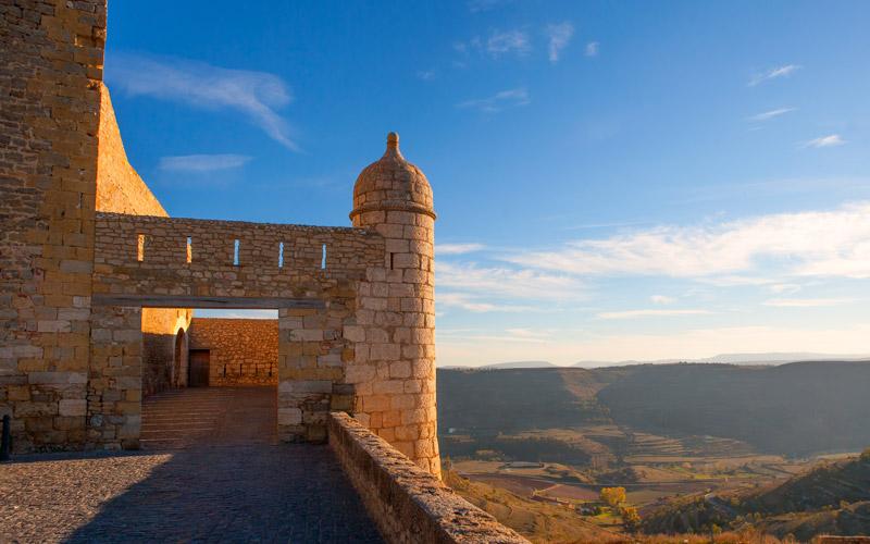 Une promenade le long des murs du château de Morella