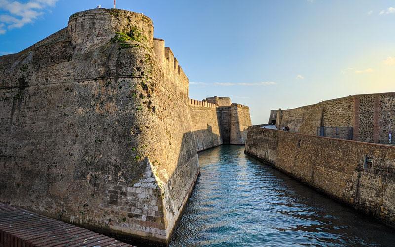 Les murailles royales et la douve marine de Ceuta