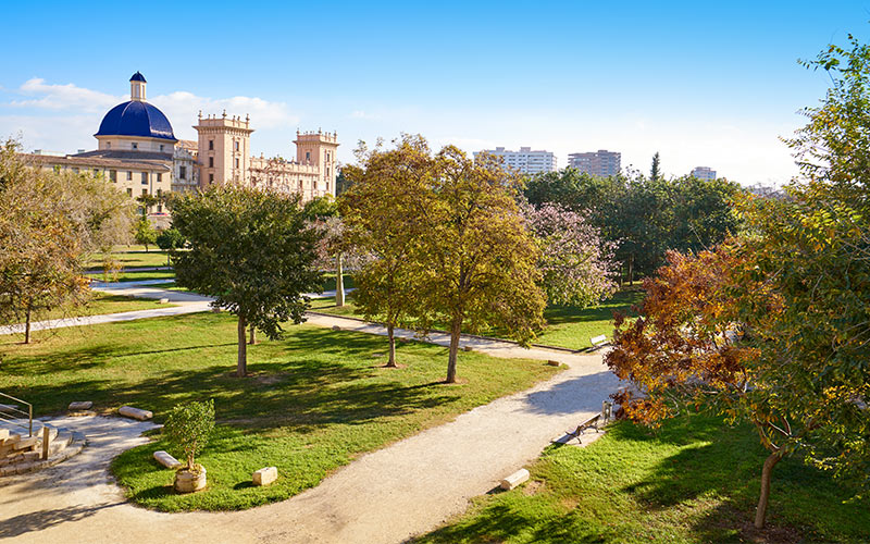 Jardins du Turia avec le Musée des Beaux Arts dans le fond