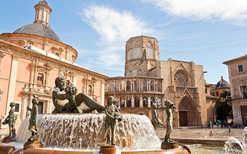Fontaine du Turia sur la Place de la Virgen