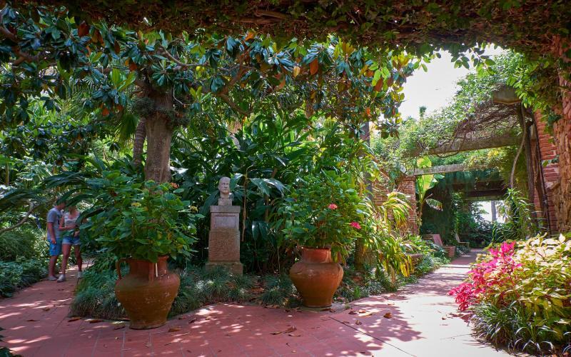 Passages dans le jardin de Marimurtra