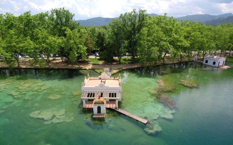 Vues avec un drone du lac de Banyoles, à Gérone