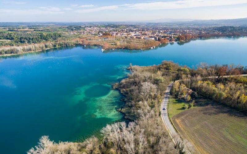 Paysage du lac de Banyoles dans la province de Gérone