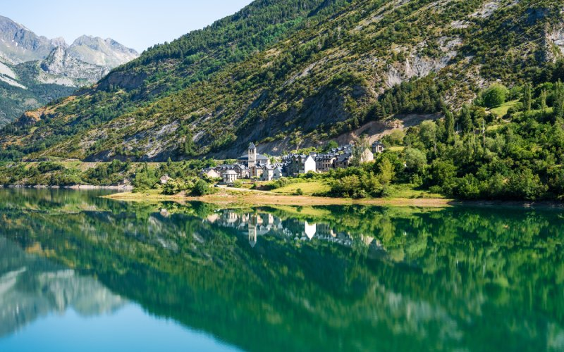 Lanuza, entouré d'un lac, offre l'une des vues les plus impressionnantes d'Aragon