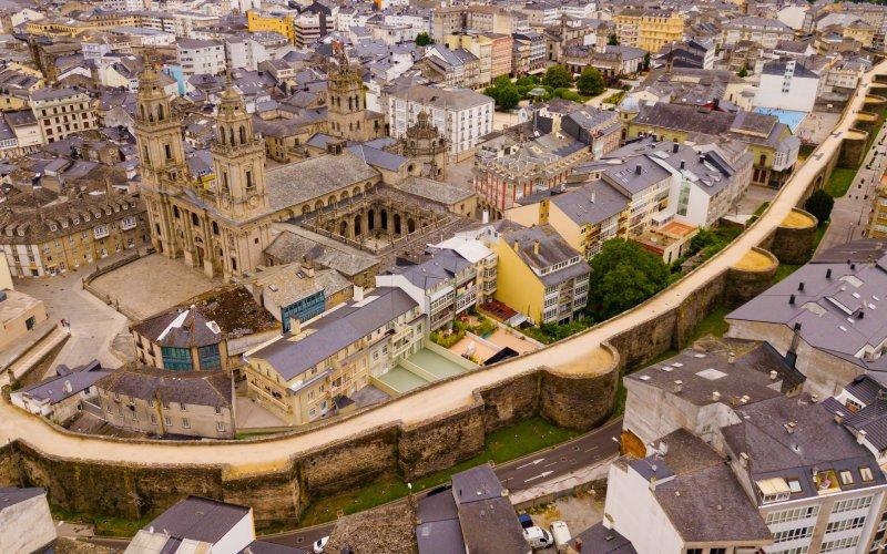 L'ancien Lucus Augusti et l'actuel Lugo séparés par le mur