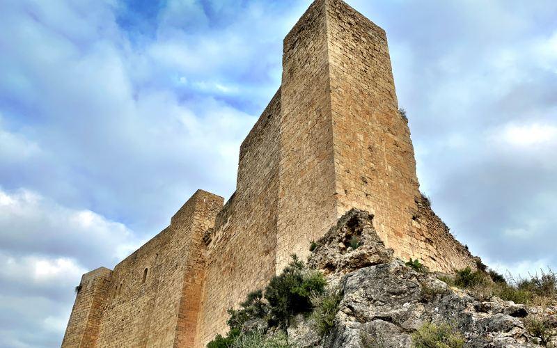 Mur et tour de Miravet