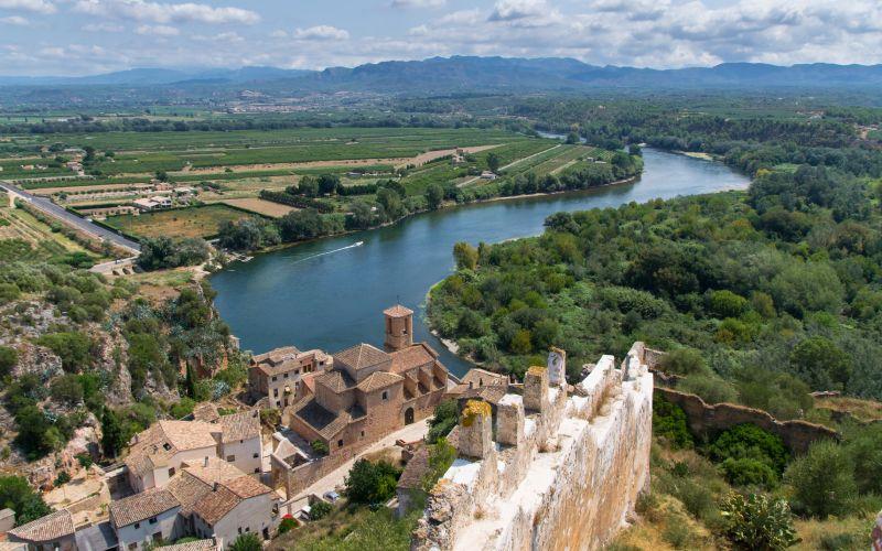 Vue aérienne du château de Miravet, l'un des châteaux les plus importants pour l'Ordre