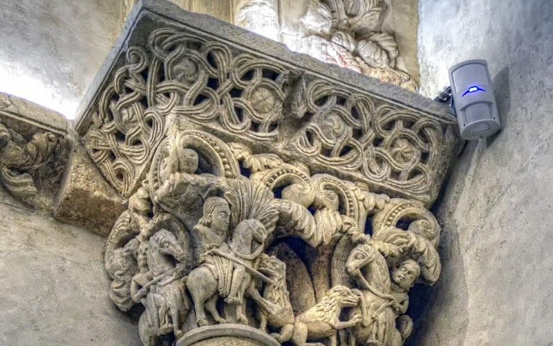 Chapiteau d'influence byzantine de la Chambre Sainte de la cathédrale d'Oviedo