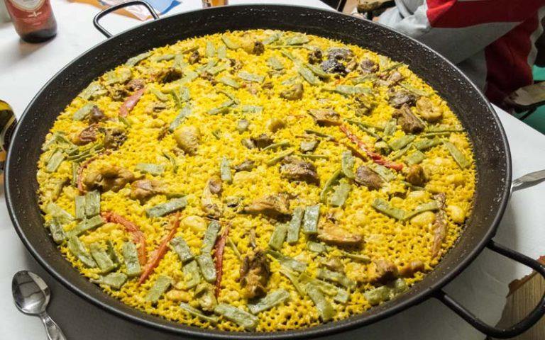 Poêle à frire appelée paella