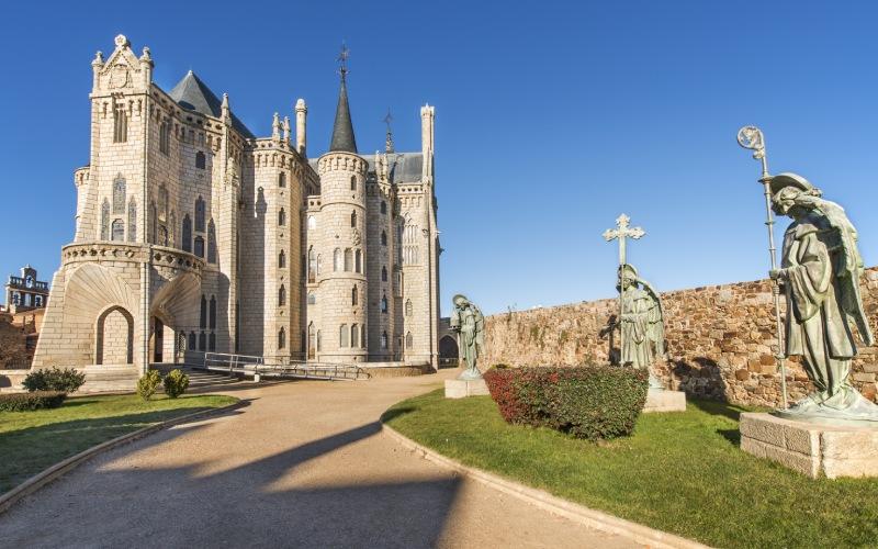 Le palais épiscopal d'Astorga est l'une des rares œuvres pour lesquelles Gaudí a travaillé en dehors de la Catalogne