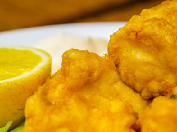 Cazón en Adobo ou Bienmesabe espagnol, une recette andalouse de poisson frit mariné