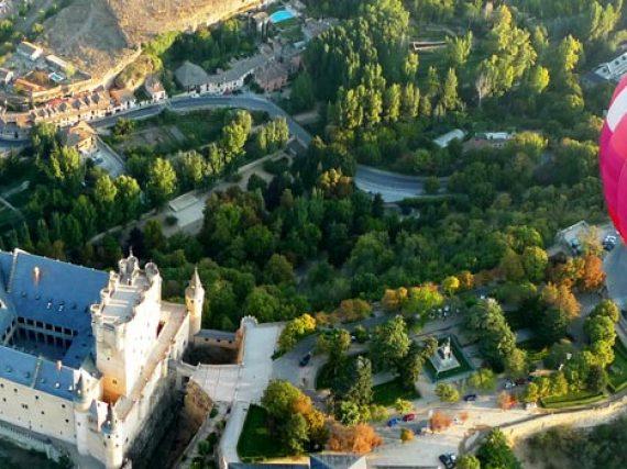 Tourisme actif à Ségovie: montgolfieres, pirogues, équitation, montagne…