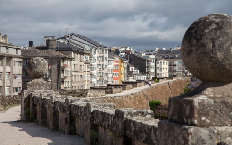 Le parapet ou la passerelle du mur romain de Lugo