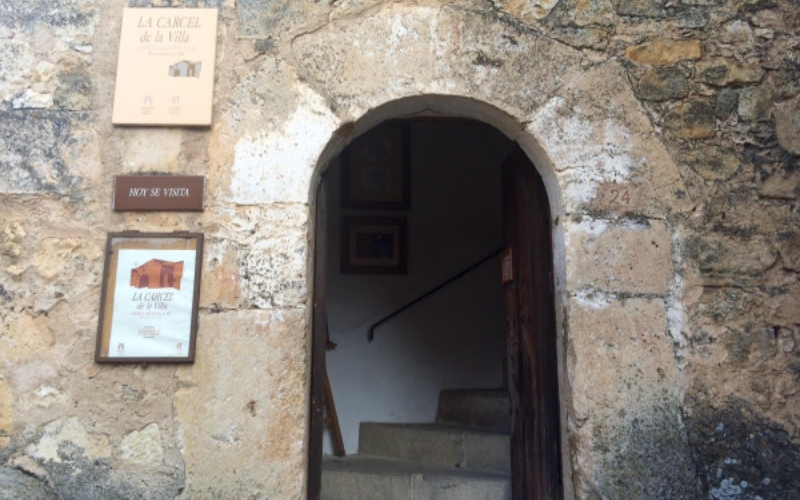 Entrée de la prison médiévale de Pedraza
