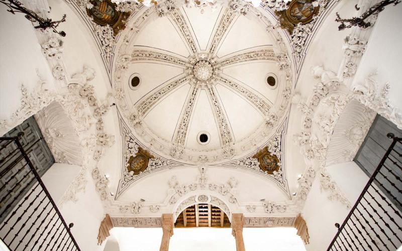 Le dôme qui préside à l'intérieur du bâtiment