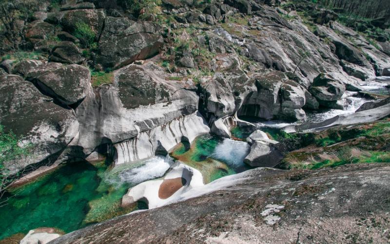 En été, ces bassins servent de piscines naturelles pour les visiteurs