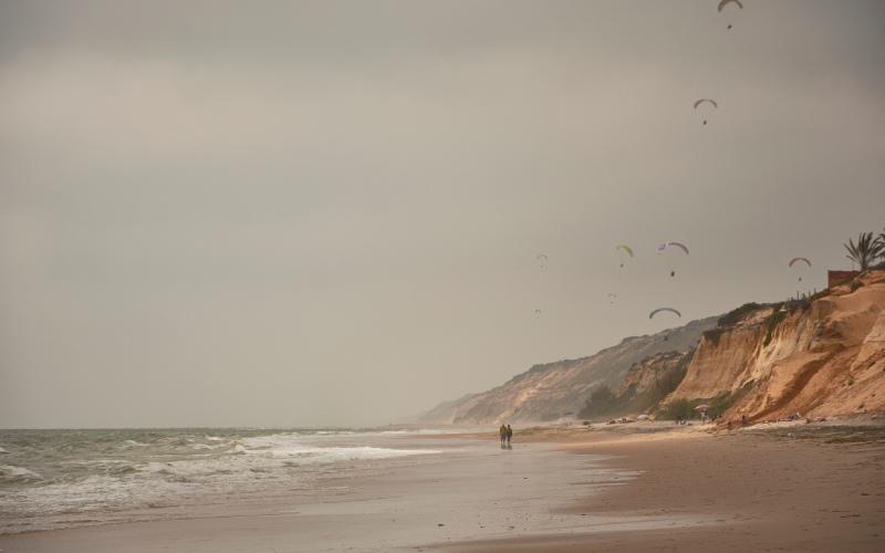 Parapentes sur la plage Castilla