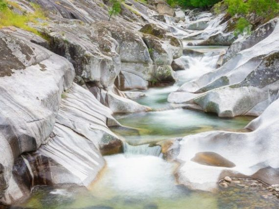 Route de la Garganta de los Infiernos, où l'eau résonne dans chaque coin