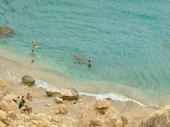 La crique de San Pedro, l'un des derniers établissements hippies d'Espagne, dans une enclave paradisiaque