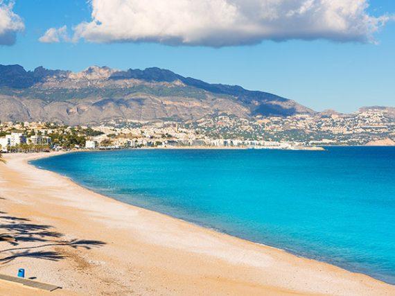 Plage de l'Albir à Alicante, un paradis méditerranéen