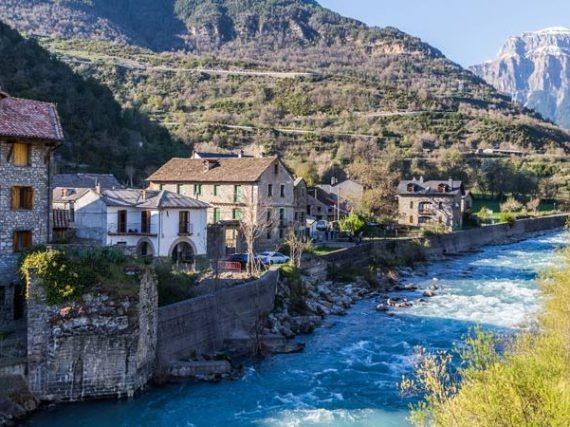 Que voir à Broto, de la pierre et de l'eau au pied des Pyrénées