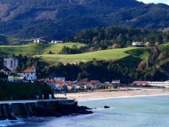 Villages en Espagne avec mer et montagne
