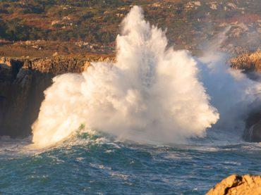 Les souffleurs de Pría, Arenillas et Santiuste, les spectaculaires geysers marins des Asturies