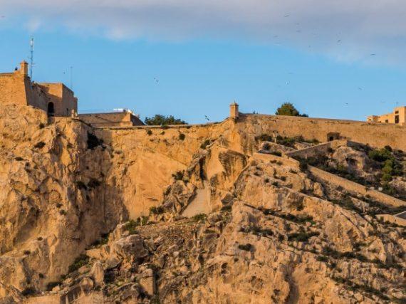 Le château de Santa Bárbara, la forteresse médiévale qui domine la côte levantine