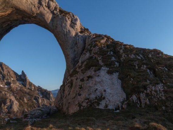 Route vers un hublot naturel pour contempler le ciel des Asturies