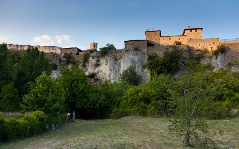 Palais de la famille Brizuela et vue panoramique de Puentedey