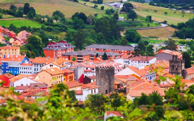 Vue depuis les abords du joli village de Salas