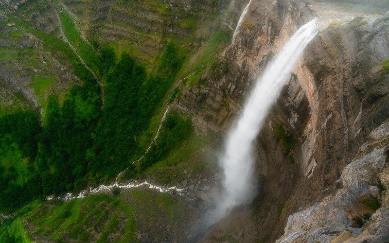 Vue zénithale de la cascade du Nervión