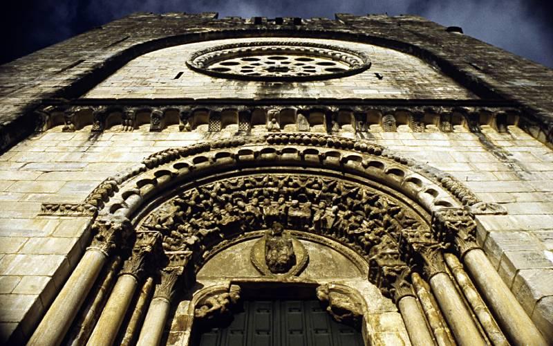 Portail ouest de l'église avec les 24 vieillards de l'Apocalypse